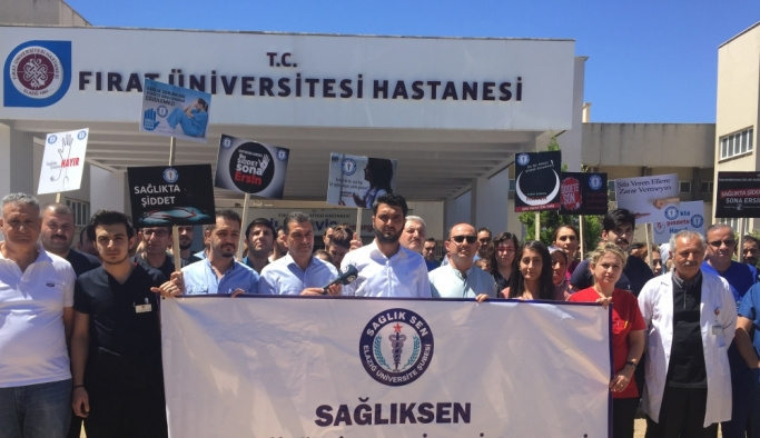 Elazığ'da sağlık çalışanlarına saldırı protesto edildi