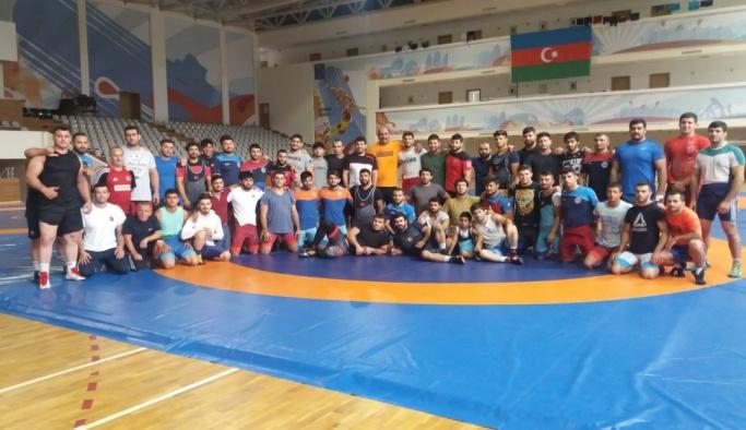 Grekoromen güreşçiler, Dünya Şampiyonası'na Bakü'de hazırlanıyor
