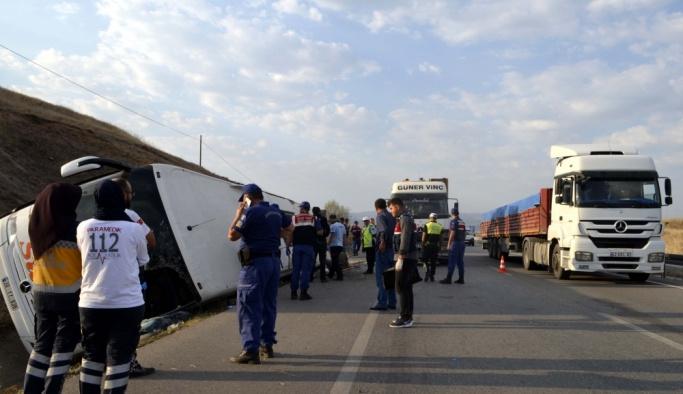 GÜNCELLEME - Amasya'da yolcu otobüsü devrildi: 1 ölü, 14 yaralı