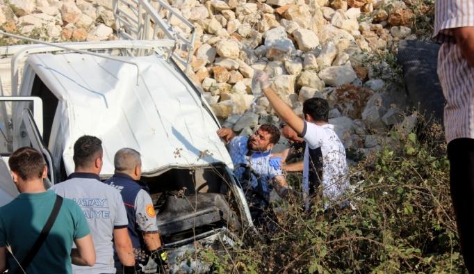 Hatay'da kamyonet tarım aracına çarptı: 2 ölü, 2 yaralı