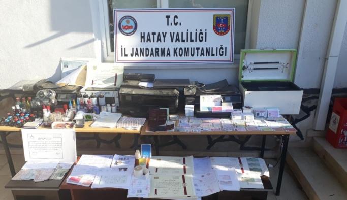 Hatay'da sahte kimlik ve pasaport operasyonu