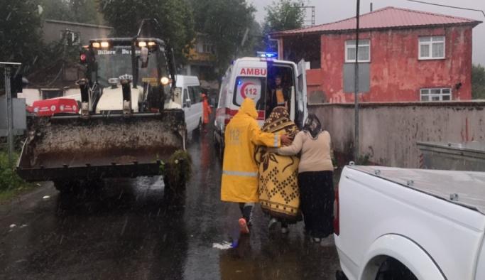 İkizce'de bazı evlerdeki vatandaşlar tahliye ediliyor