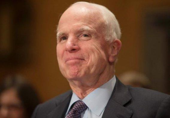 John McCain: Trump cenazeme katılmasın