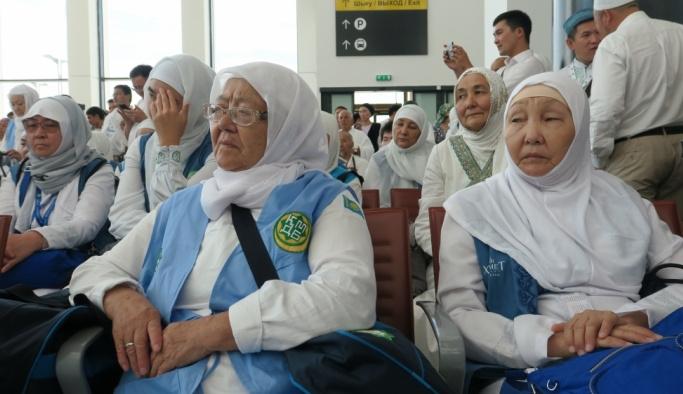 Kazakistan'da Müslümanlar Kabe'ye uğurlandı