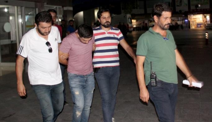 Konya'da kuyumcudan hırsızlık anı güvenlik kamerasında