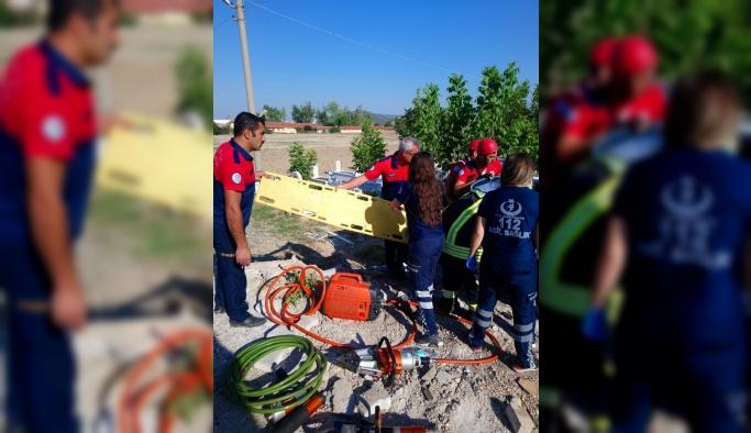 Otomobil mezarlık duvarına çarptı: 1 ölü, 4 yaralı