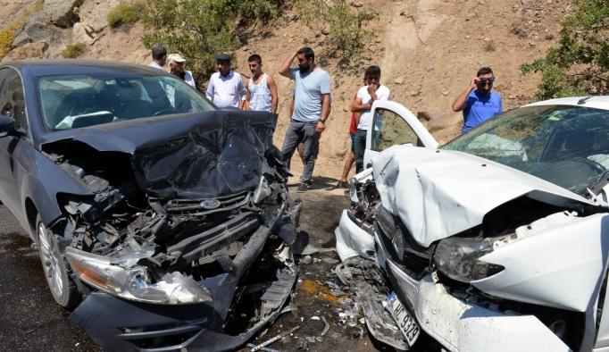 Tunceli'de iki otomobil çarpıştı: 1 ölü, 7 yaralı