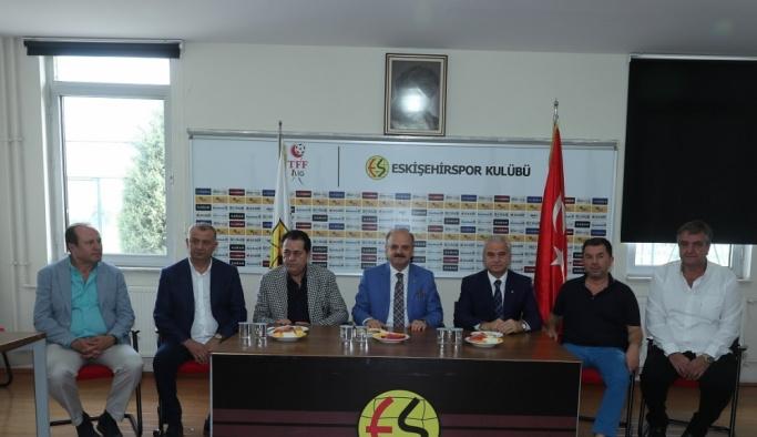 Vali Özdemir Çakacak'tan Eskişehirspor'a ziyaret