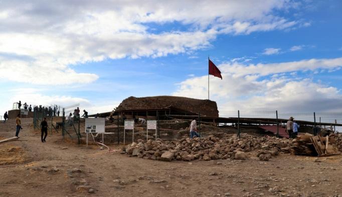 2 bin 700 yıllık açık hava sunak alanı bulundu