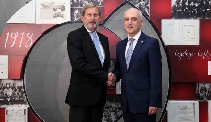 AB Komisyonu Üyesi Hahn'dan Gürcistan'a ziyaret