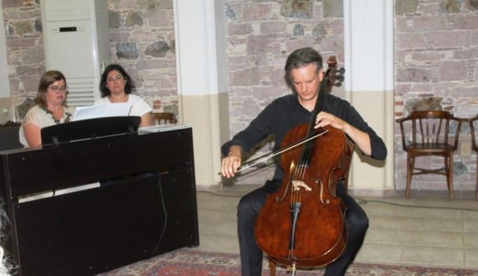 AİMA'dan viyolonsel ve gitar konseri