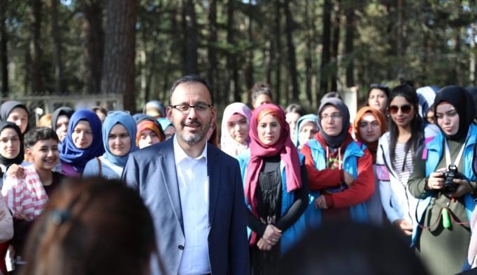 Bakan Kasapoğlu'ndan gençlere ziyaret