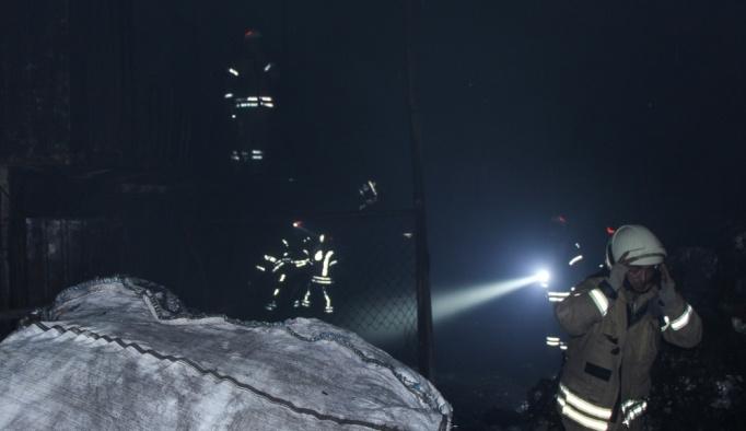 Hurda deposundaki yangın arbedeye neden oldu