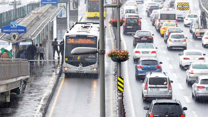 İstanbul trafik durumu-İstanbul'da yağış nedeniyle yoğun trafik