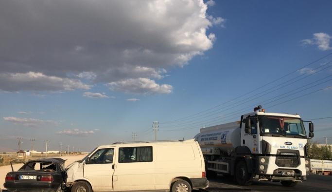 Konya'da otomobil ile minibüs çarpıştı: 2 ölü, 3 yaralı