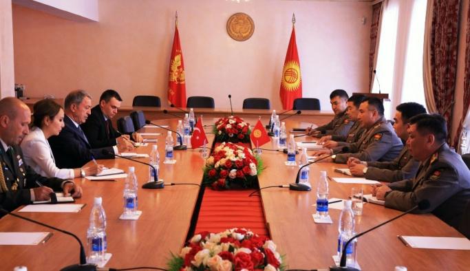 Milli Savunma Bakanı Akar Kırgızistan'da