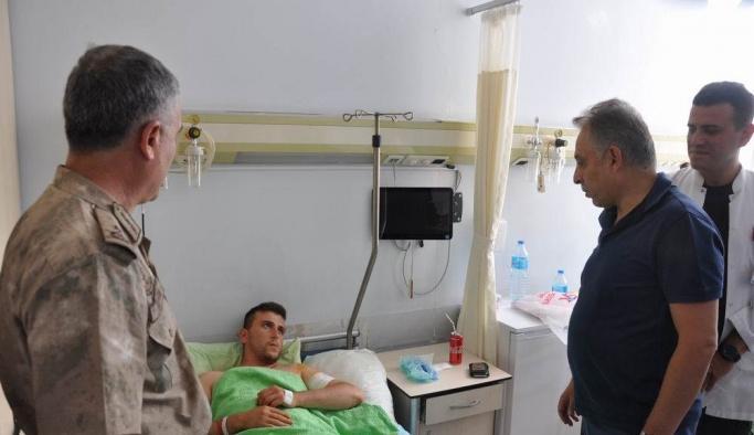 Vali Toprak'tan yaralı asker ve işçilere ziyaret