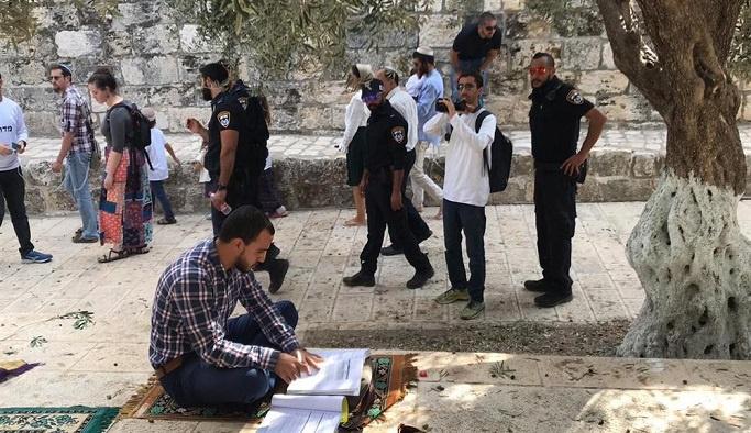 Yahudilerden Mescid-i Aksa'ya provokatif baskın