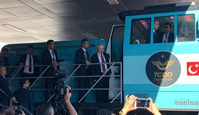 Yerli hibrit lokomotif görücüye çıktı