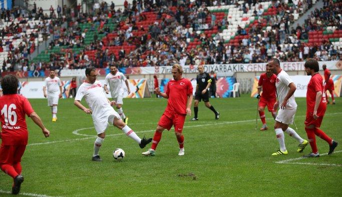 Diyarbakır'da şöhretler maçı