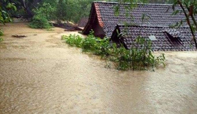 Endonezya'da şiddetli yağış, çok sayıda ölü