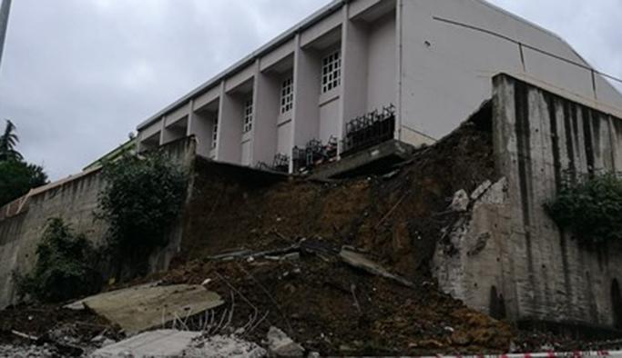 Okulda duvar çöktü