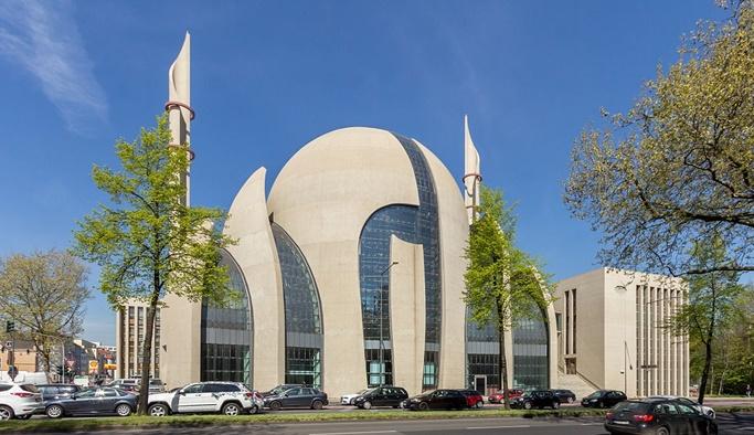 Almanya'da camilere devlet baskısı