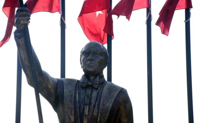 CHP'li belediyelerin gündemi yine heykel