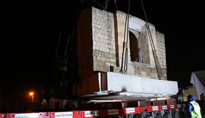 Hasankeyf'te Eyyubi Camisi büyük bir özenle taşınıyor
