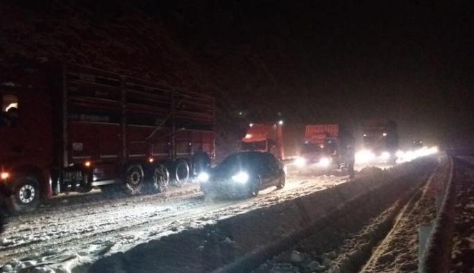 Araçlar yollarda mahsur kaldı