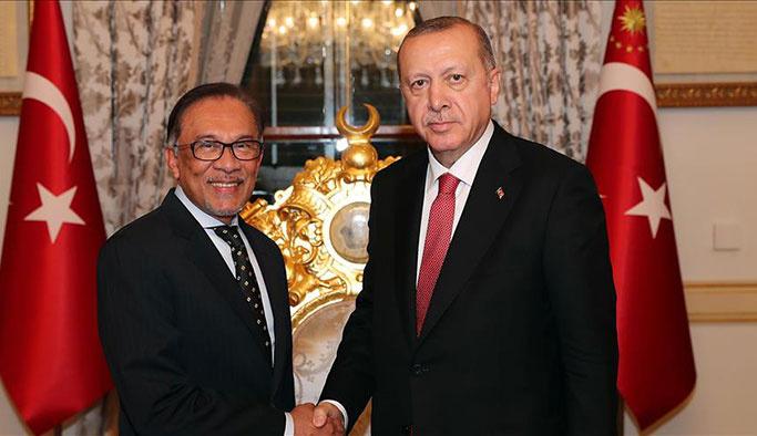 President Recep Tayyip Erdogan meets Malaysian leader-in-waiting Anwar Ibrahim