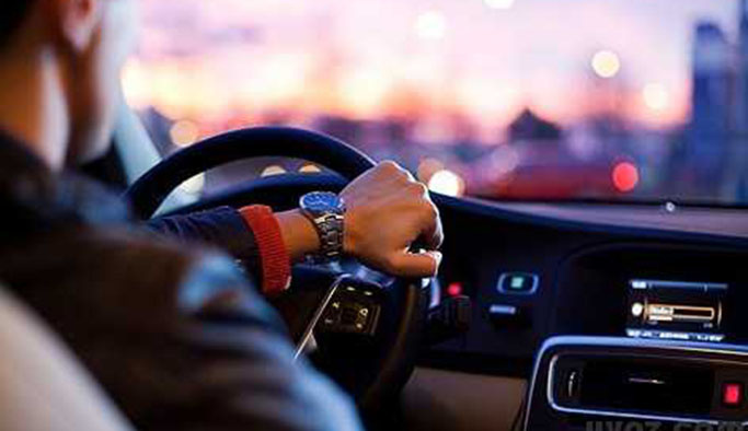 Rüyada Araba Sürmek Ne Anlama Gelir