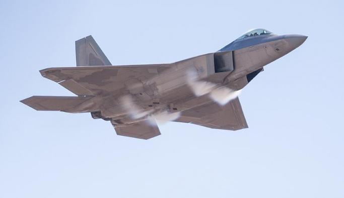 ABD uçaklarından Rusya'ya gözdağı