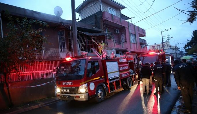 Adana'da yatalak kadın yangında yaralandı