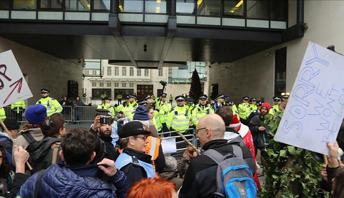 Çevreciler BBC'yi protesto etti