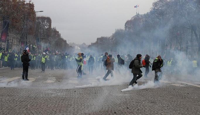 Fransa'da günün bilançosu, 30 yaralı 700 gözaltı