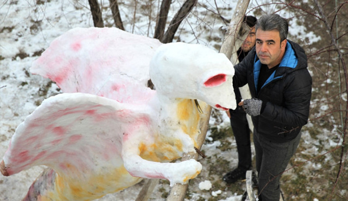 Görenler bir daha bakıyor : 'Kardan Canavar'