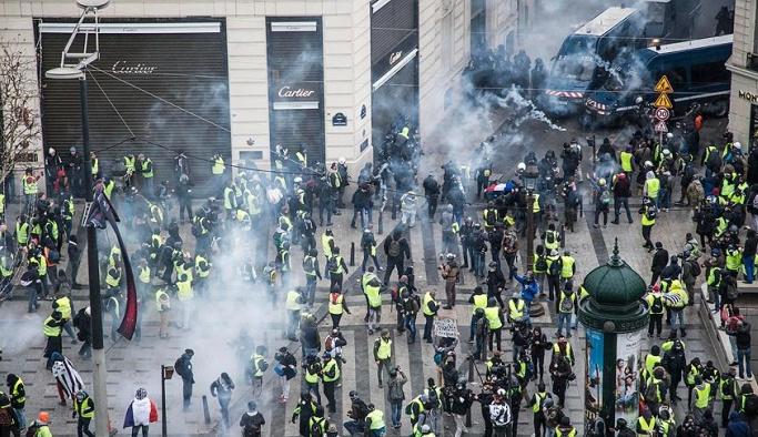 Gösteriler Hollanda'ya sıçradı