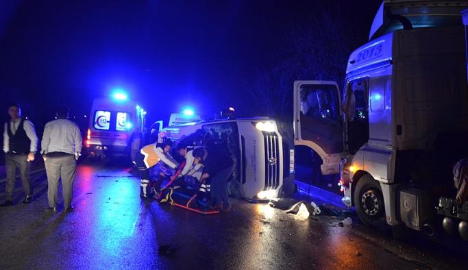 İşçi minibüsü ile TIR çarpıştı, çok sayıda ölü ve yaralı var