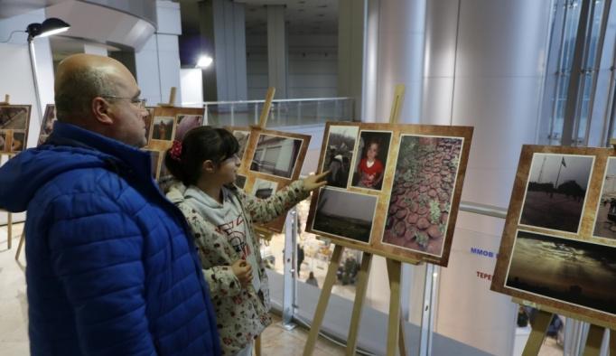 İzmir'de Suriyeli kadınlardan fotoğraf sergisi