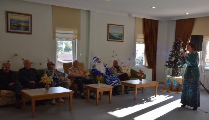 Tataristanlı sanatçıdan huzurevi sakinlerine konser