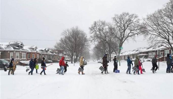 ABD'de kar fırtınası, günlük hayat durdu