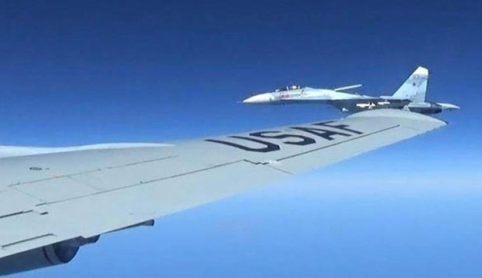 ABD ve Rus uçakları Baltık'ta karşı karşıya