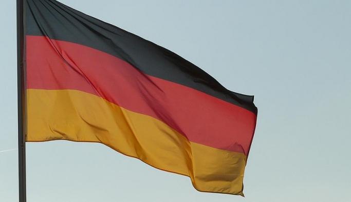 Alman silah şirketleri Merkel'e kızgın, Suud'a silah satmak istiyorlar