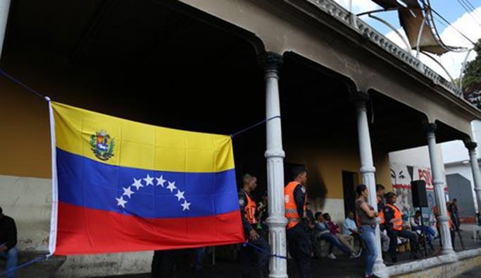 Amerikalı diplomatlar Venezuela'yı terk etti