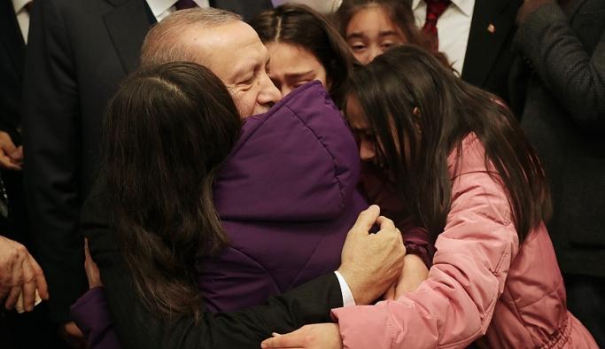 Erdoğan vatandaşla simitçide buluştu