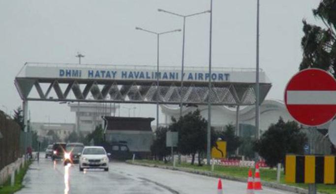 Hatay'da sel alarmı! Havaalanı Araç Trafiğine Kapandı