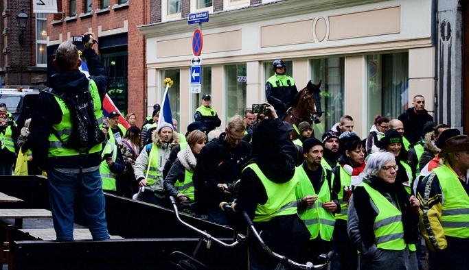 Hollanda'da Sarı Yelek gösterileri sürüyor