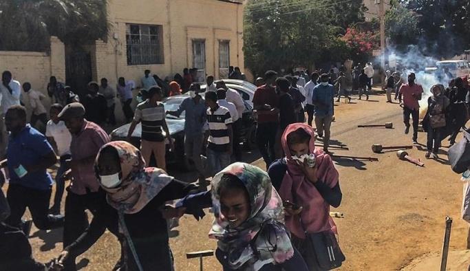 Sudan'da Beşir karşıtı protestolara göz yaşartıcı gazla müdahale
