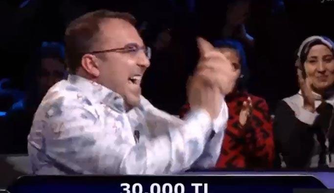 30 bin liralık soruyu öyle bir yöntemle buldu ki hem kendi hem seyirci kahkahaya boğuldu